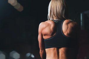 rug trainen vrouw sportschool